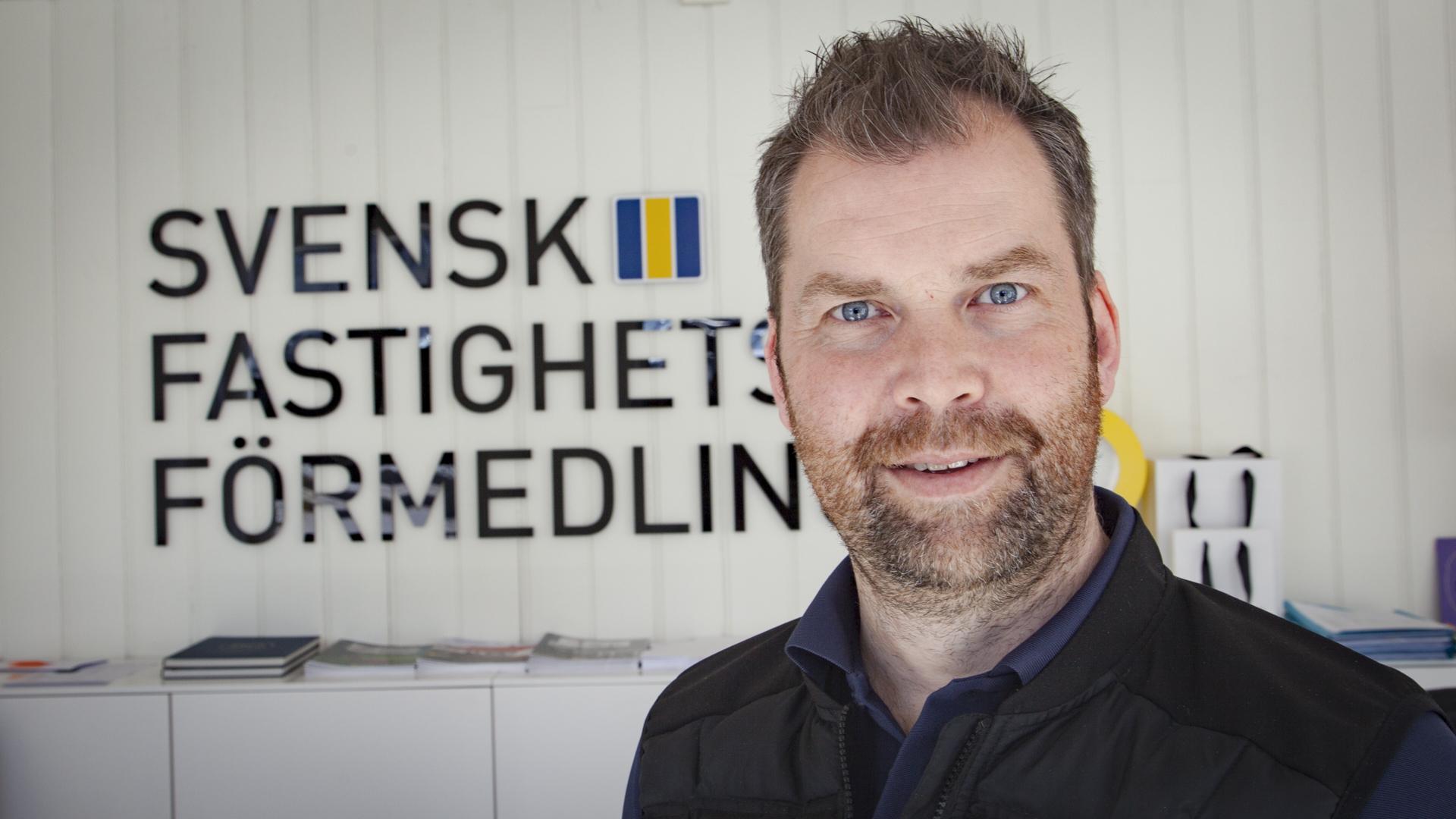Svensk fastighetsförmedling, vana välgörare på hål 7