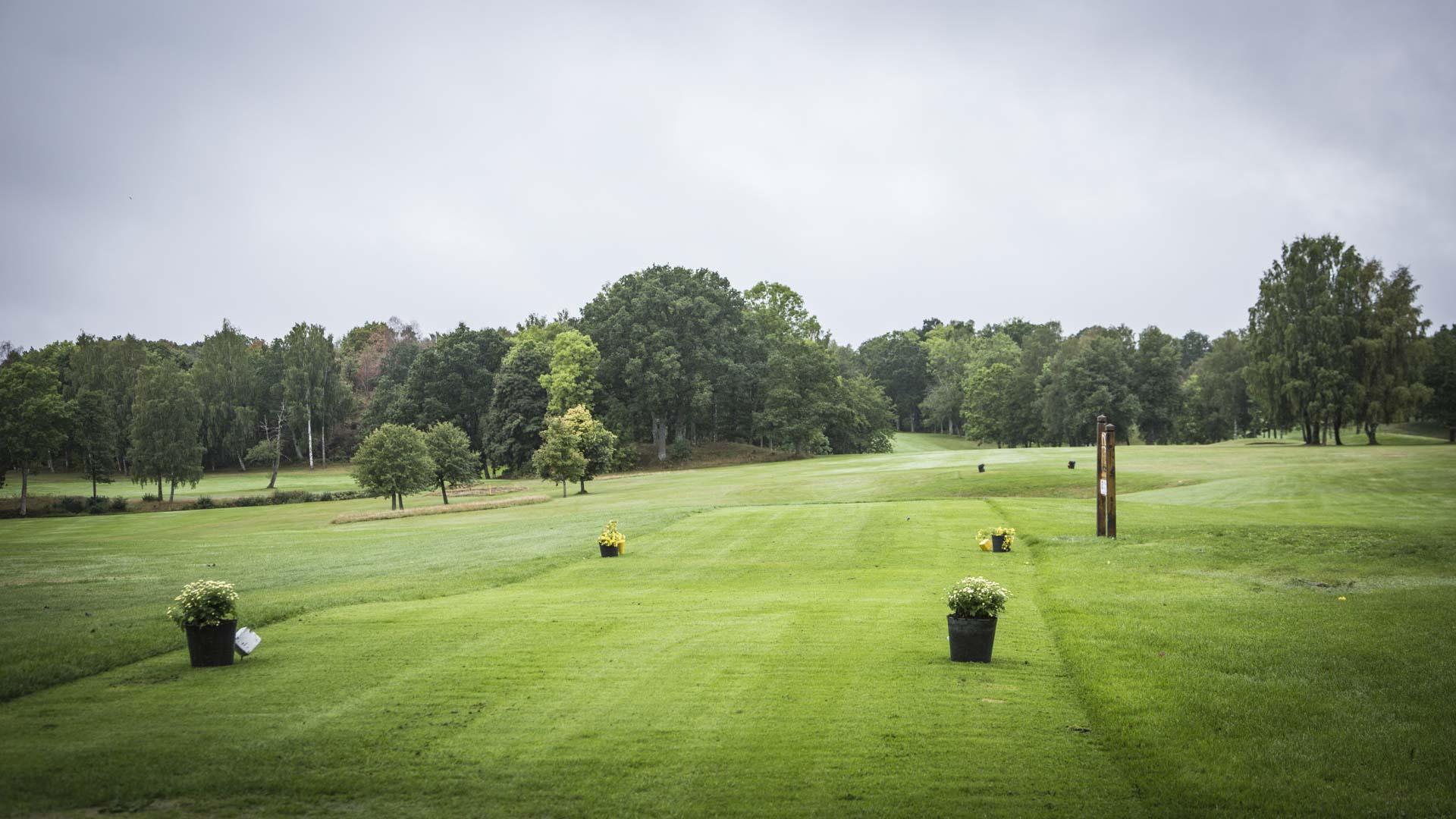 På Onsjö Golfklubb en arla morgon två veckor innan avslag