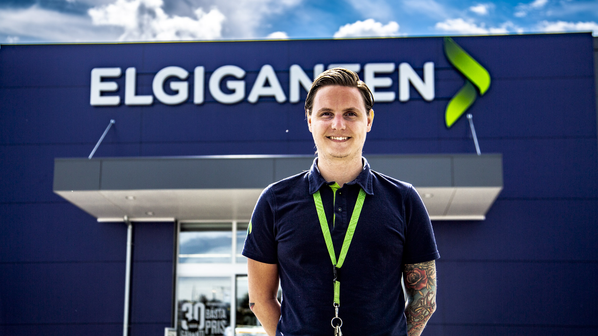 Nybörjare men expert, Robin Larsson från Elgiganten i Trollhättan står vid hål 16 i år